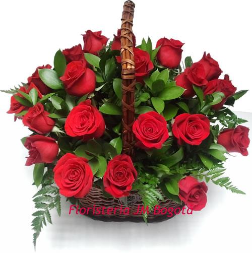 Canasto con 24 Rosas Rojas a Domicilio Bogota - Deluxe