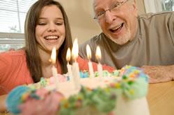 Cumpleaños Anciano y Joven