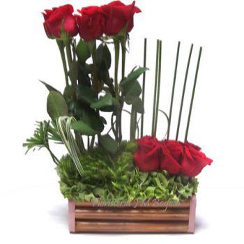 Arreglo de 12 Rosas en dos niveles